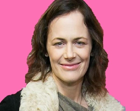 How old is Sarah Clarke ? | Bio, Net Worth, Family 2019
